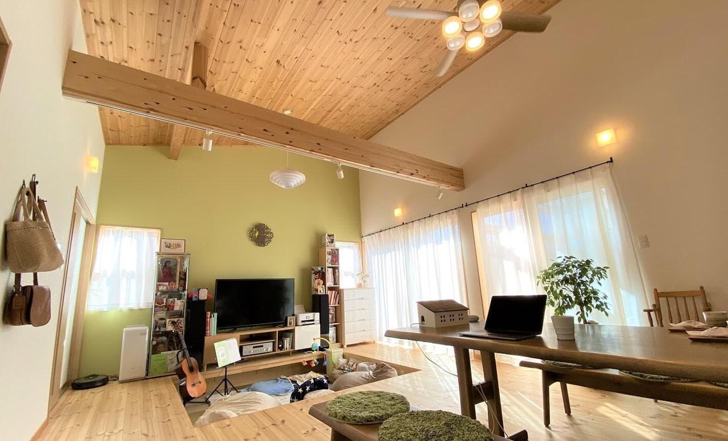 ログハウスのような木の家を低価格で建てるエイ・ワンの茨城県に建つナチュラルモダンな白壁の2階建て注文住宅の動画