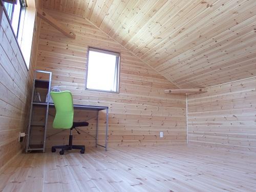 茨城に誕生した自然素材の家2階の書斎
