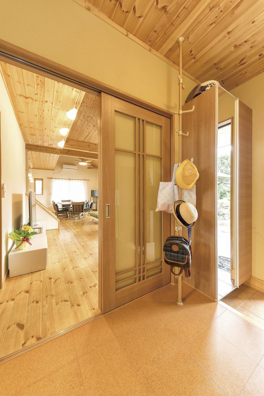茨城に誕生した自然素材の家玄関内