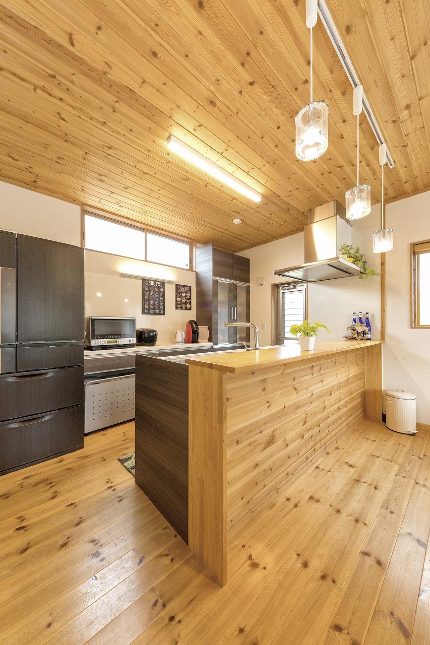 自然素材の家キッチンスペース