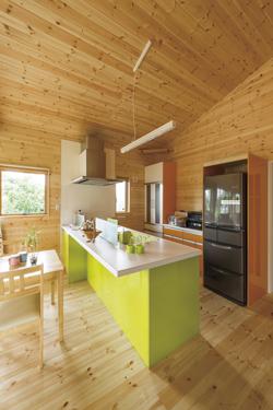 ログハウス風平屋の対面キッチン2