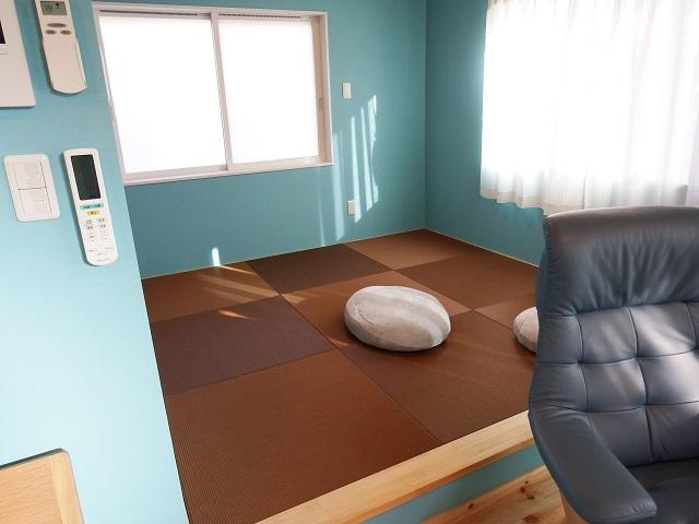 リビングから小上がり畳スペース