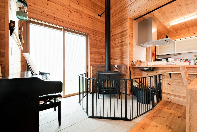 薪ストーブ付き住宅の薪ストーブ|茨城県の注文住宅,ログハウスのような木の家を低価格で建てるならエイ・ワン