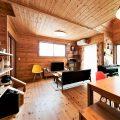 薪ストーブ付き住宅のリビング2|茨城県の注文住宅,ログハウスのような木の家を低価格で建てるならエイ・ワン