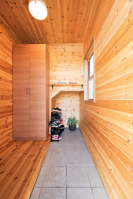 薪ストーブ付きログハウス風,二階建ての玄関|つくば市の注文住宅,ログハウスのような木の家を低価格で建てるならエイ・ワン