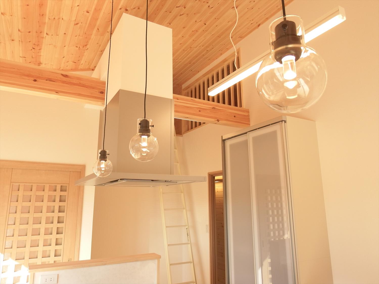 お洒落な豆電球のあるキッチン