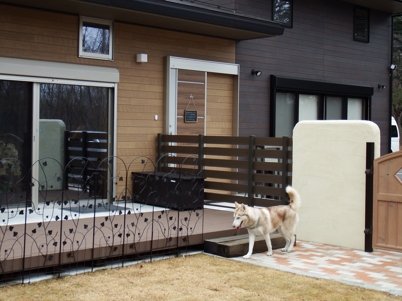 犬のいる門2