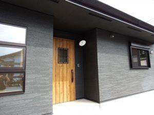 黒色壁の家8