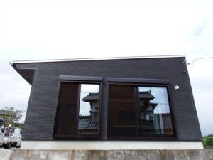 黒色壁の家6
