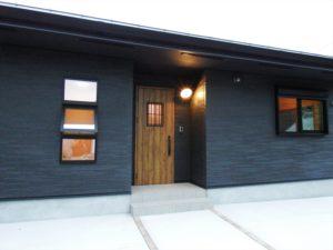 黒色壁の家5