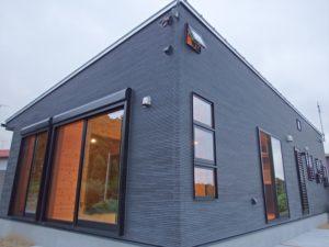 黒色壁の家3