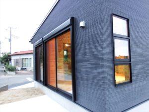 黒色壁の家2