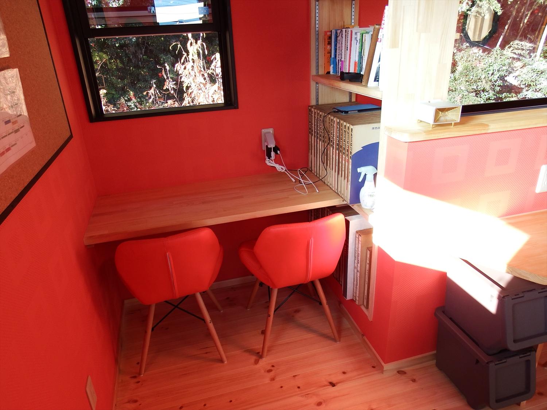 赤い壁の部屋4
