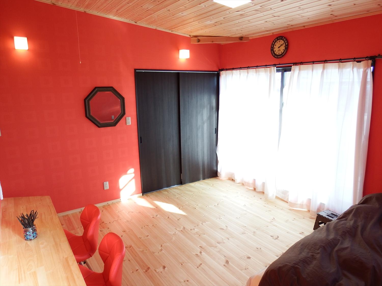 赤い壁の部屋3