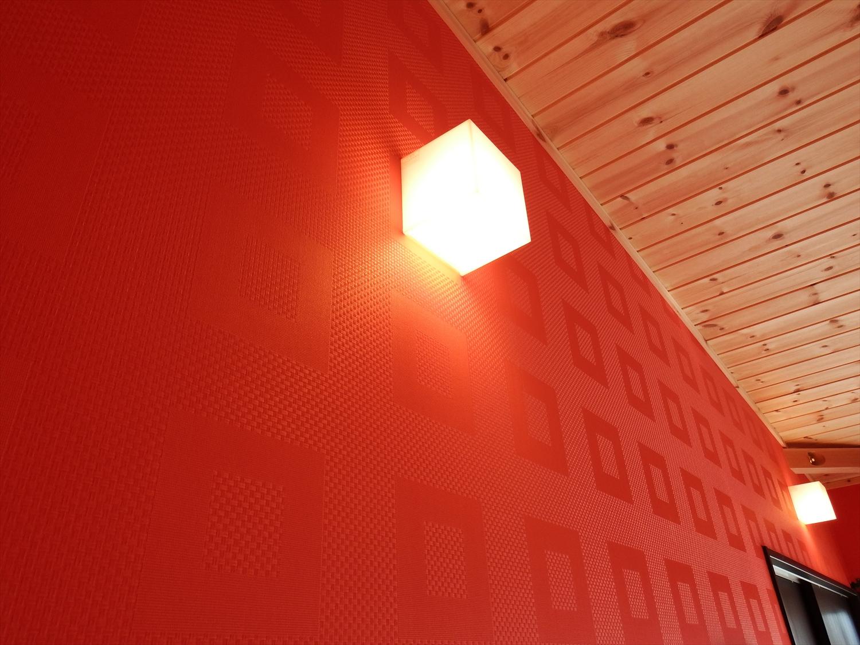 赤い壁の部屋2