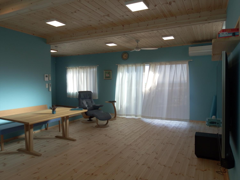 青い壁の部屋11