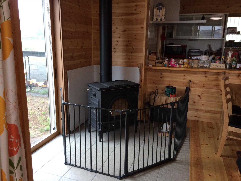 囲いのある暖炉