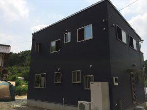 黒い二階建て5