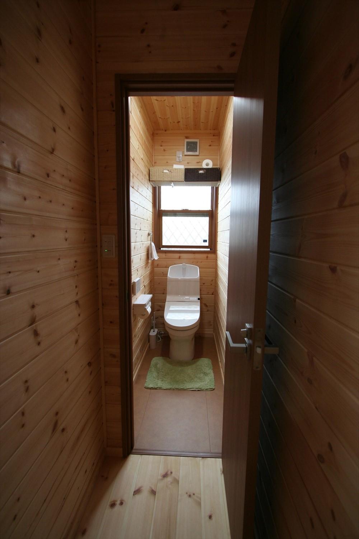 木目調のトイレ3