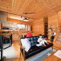 薪ストーブ付きログハウス風,二階建てのリビング2|つくば市の注文住宅,ログハウスのような木の家を低価格で建てるならエイ・ワン