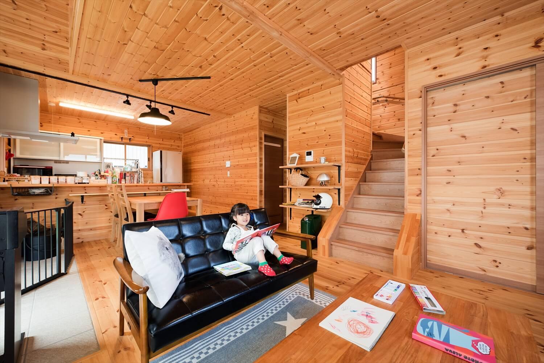 薪ストーブ付き住宅のリビング|茨城県の注文住宅,ログハウスのような木の家を低価格で建てるならエイ・ワン