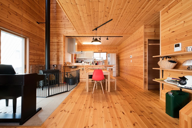 薪ストーブ付きログハウス風,二階建ての内装|つくば市の注文住宅,ログハウスのような木の家を低価格で建てるならエイ・ワン