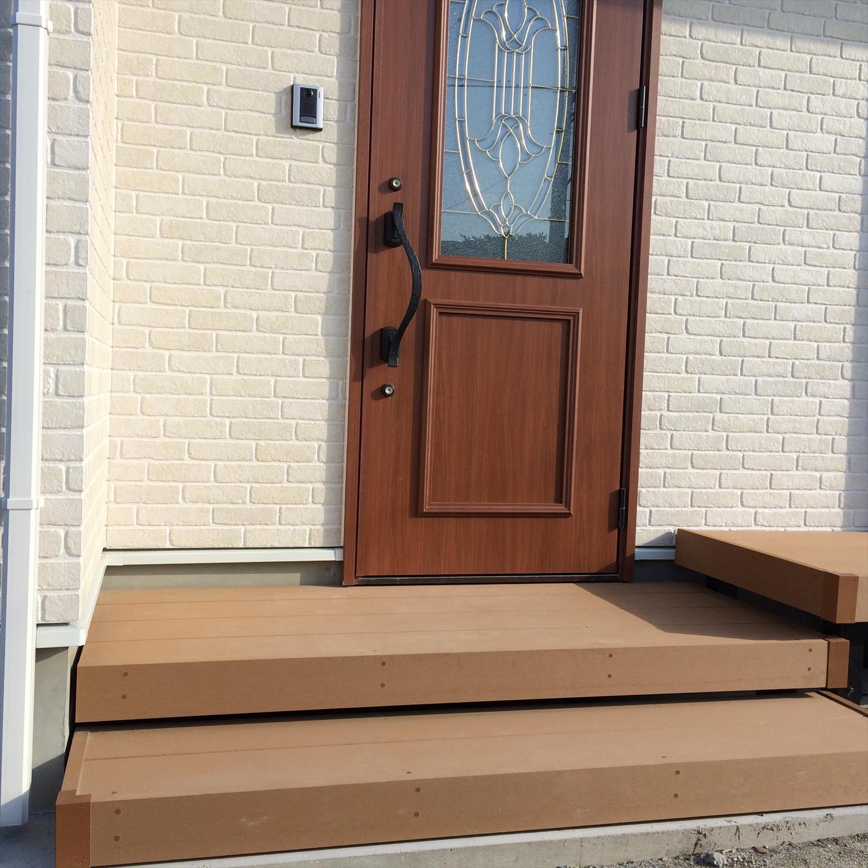 茶色い扉の玄関2