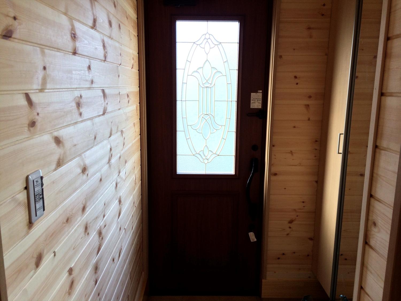 茶色い扉の玄関