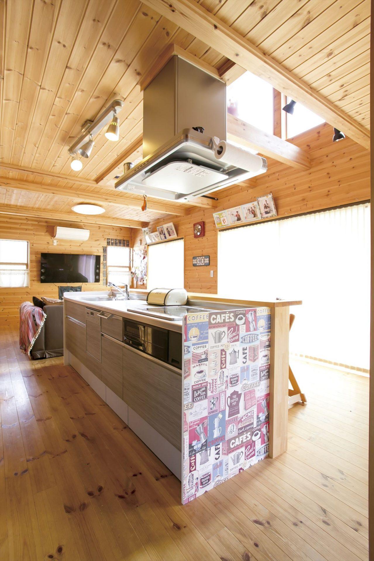 ログハウス風二階建てのアイランドキッチン2|つくば市の注文住宅,ログハウスのような低価格住宅を建てるならエイ・ワン