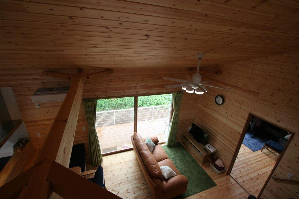 ロフト,玄関収納付き1LDK平屋のリビング2|茨城の注文住宅,ログハウスのような木の家を低価格で建てるならエイ・ワン