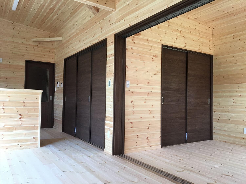 薪ストーブのある平屋の内装2|大垣市の注文住宅,ログハウスのような木の家を低価格で建てるならエイ・ワン