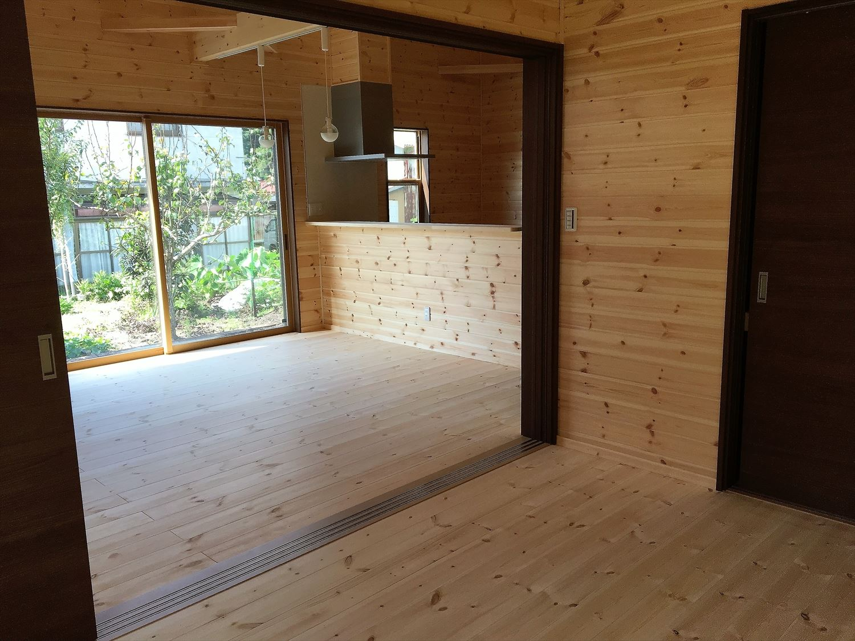 薪ストーブのある平屋の内装3|大垣市の注文住宅,ログハウスのような木の家を低価格で建てるならエイ・ワン