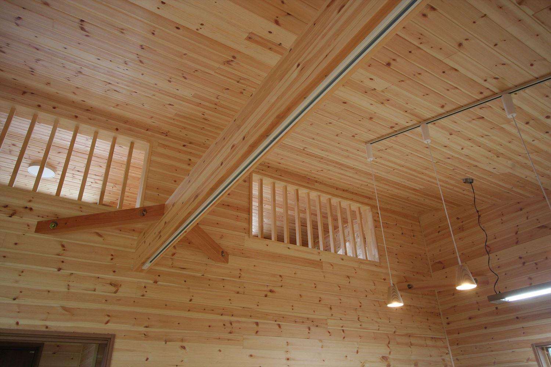 ロフトや玄関収納付き平屋の高い天井|つくば市の注文住宅,ログハウスのような木の家を低価格で建てるならエイ・ワン