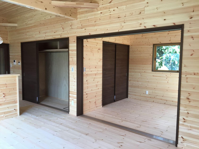 薪ストーブのある平屋2LDKの内装6|岐阜の注文住宅,ログハウスのような木の家を低価格で建てるならエイ・ワン
