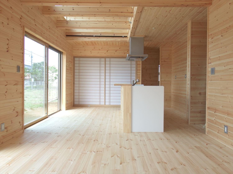 アイランドキッチンのある木の家の無垢材|つくば市の注文住宅,ログハウスのような低価格住宅を建てるならエイ・ワン