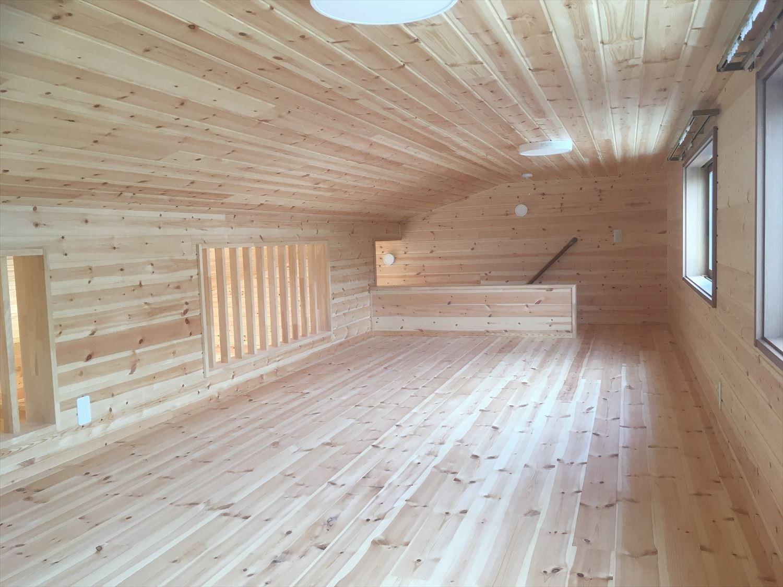 平屋の固定階段付きロフト