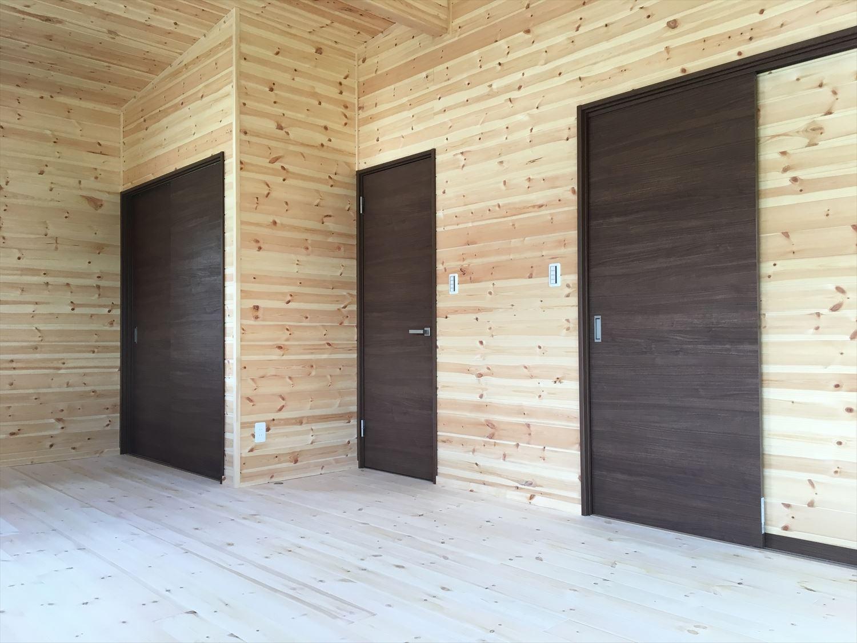 薪ストーブのある平屋2LDKの内装8|岐阜の注文住宅,ログハウスのような木の家を低価格で建てるならエイ・ワン