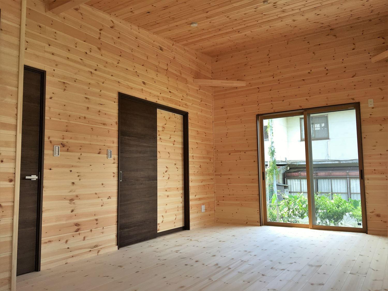 薪ストーブのある平屋の内装9|大垣市の注文住宅,ログハウスのような木の家を低価格で建てるならエイ・ワン