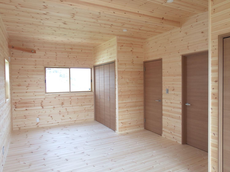 アイランドキッチンのあるログハウス風二階建ての洋室2|つくば市の注文住宅,ログハウスのような低価格住宅を建てるならエイ・ワン