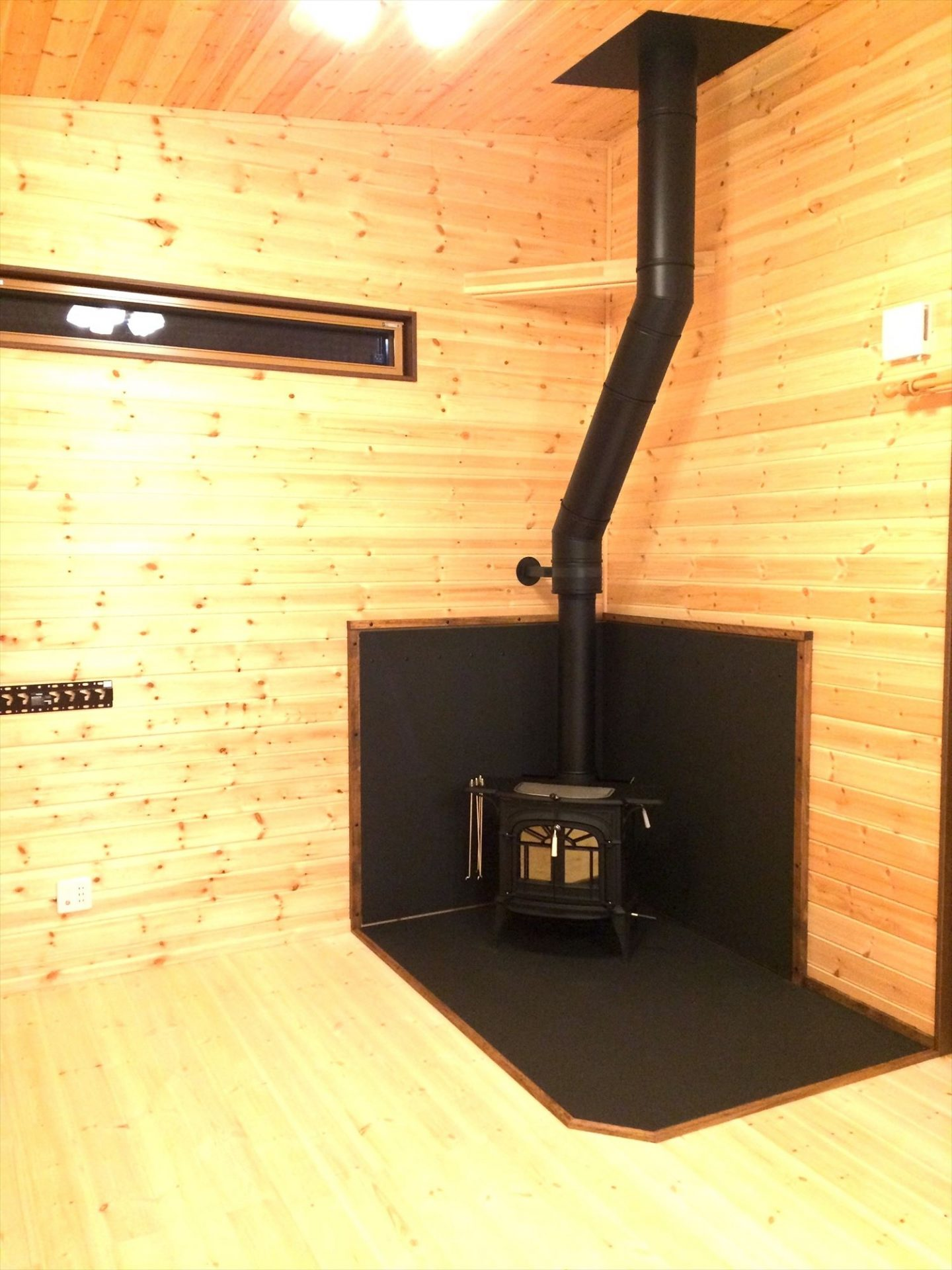 平屋2LDKの薪ストーブ|岐阜の注文住宅,ログハウスのような木の家を低価格で建てるならエイ・ワン