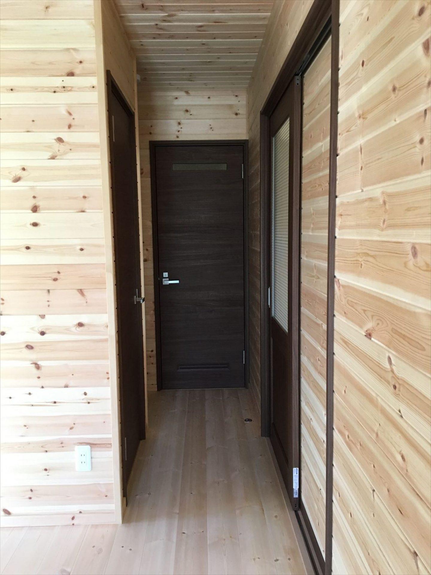 薪ストーブのある平屋の内装|大垣市の注文住宅,ログハウスのような木の家を低価格で建てるならエイ・ワン