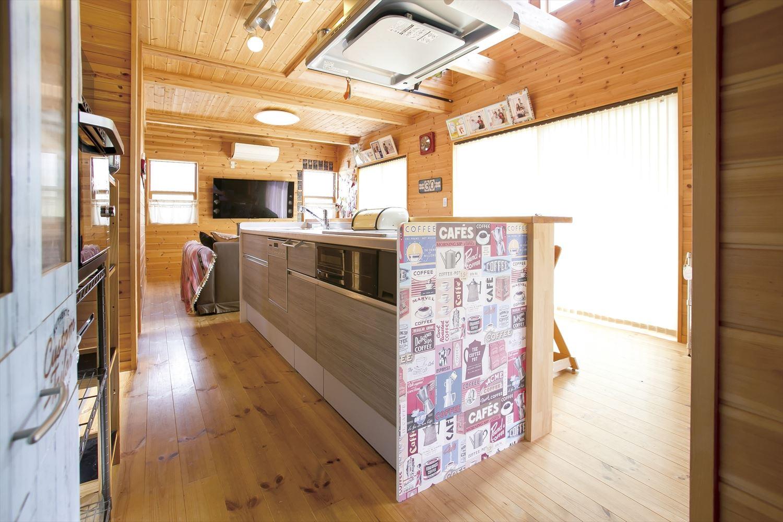 ログハウス風二階建てのアイランドキッチン|つくば市の注文住宅,ログハウスのような低価格住宅を建てるならエイ・ワン