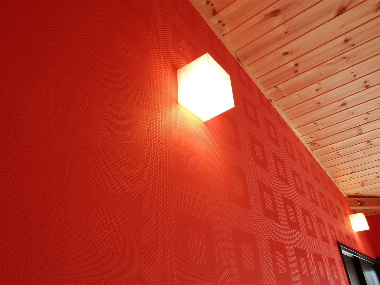 カラークロスが特徴的な二階建ての照明|かすみがうら市の注文住宅,ログハウスのような低価格住宅を建てるならエイ・ワン