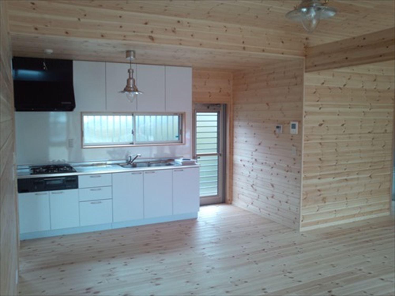 オープンスペースの平屋2LDKのリビング|千葉の注文住宅,ログハウスのような木の家を低価格で建てるならエイ・ワン