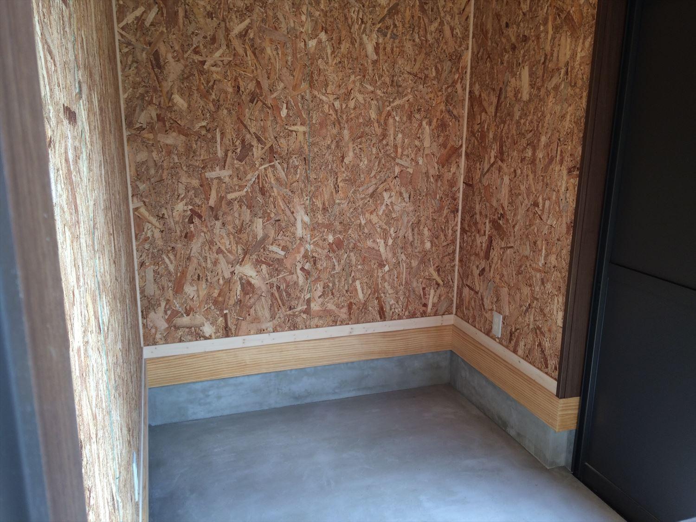 広々リビングの平屋の土間収納2|新島村の注文住宅,ログハウスのような木の家を低価格で建てるならエイ・ワン