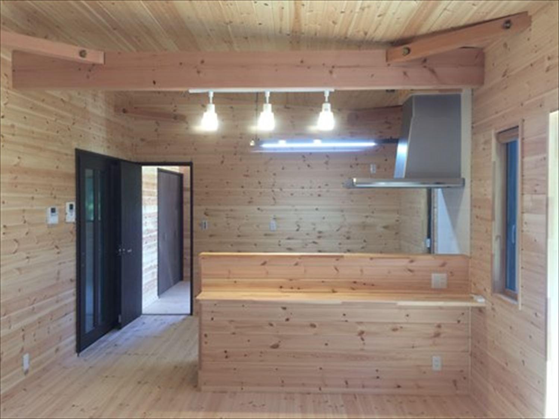 オープンスペースの平屋2LDKのオープンキッチン|千葉の注文住宅,ログハウスのような木の家を低価格で建てるならエイ・ワン