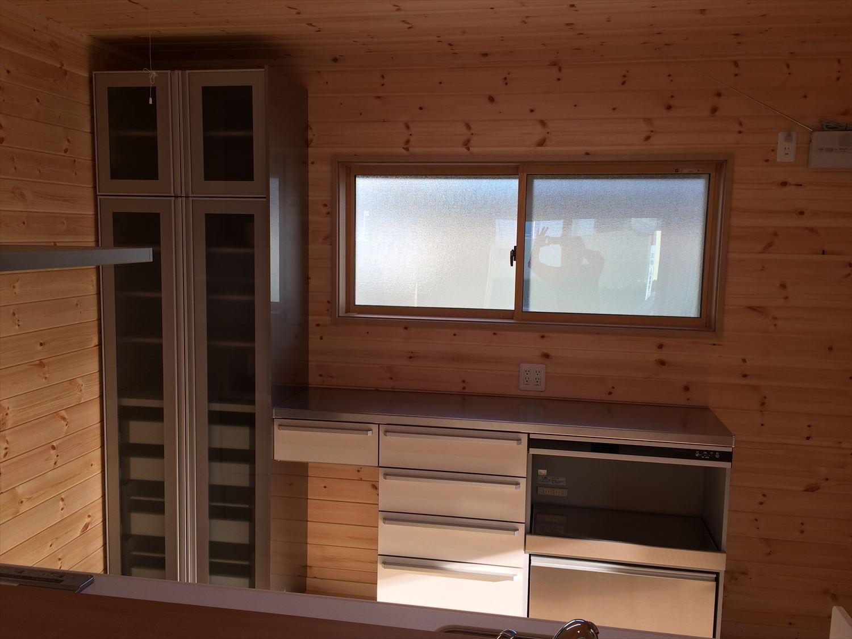 別荘に最適な平屋のキッチン収納|新島村の注文住宅,ログハウスのような木の家を低価格で建てるならエイ・ワン