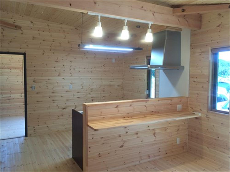 オープンスペースの平屋2LDKのオープンキッチン2|千葉の注文住宅,ログハウスのような木の家を低価格で建てるならエイ・ワン