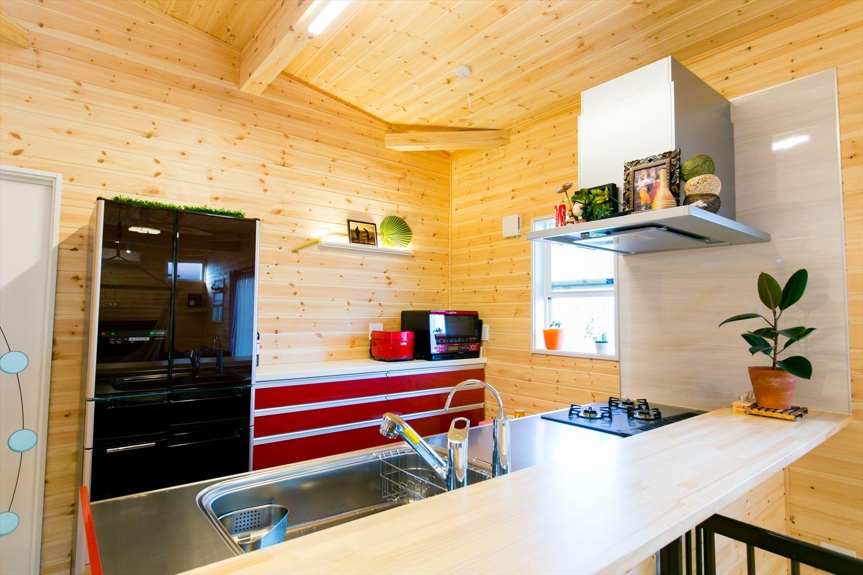 木のぬくもり溢れる自然派住宅のキッチン|富山の注文住宅,ログハウスのような木の家を低価格で建てるならエイ・ワン