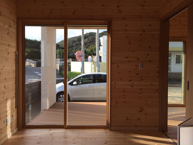 別荘に最適な平屋の掃き出し窓|新島村の注文住宅,ログハウスのような木の家を低価格で建てるならエイ・ワン